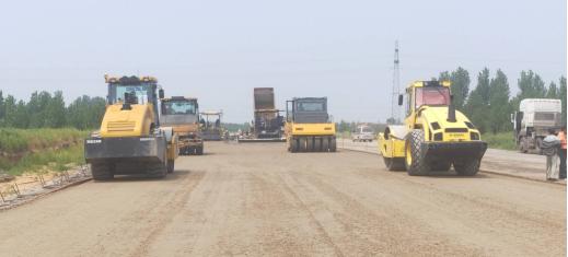 赤曹国道新建段路面施工全面展开